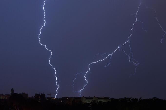 闪电能有多大 探测技术捕捉最长闪电